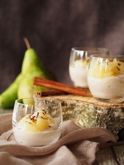 Weißes Zimt-Mousse mit Birnen