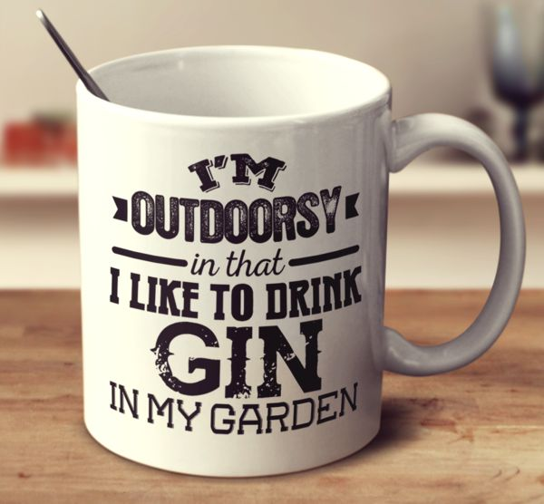 I'M OUTDOORSY IN THAT I LIKE TO DRINK GIN IN MY GARDEN – Super Mug