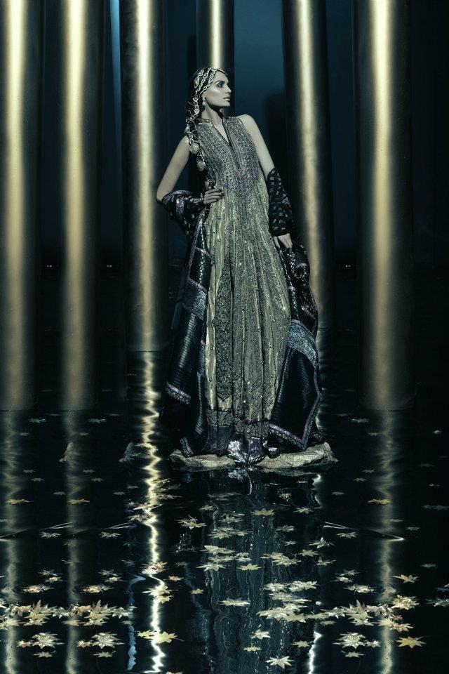Anarkali Loves Me: Pääkirjoitus varten Umar Sayeed 2012 Collection: Gold