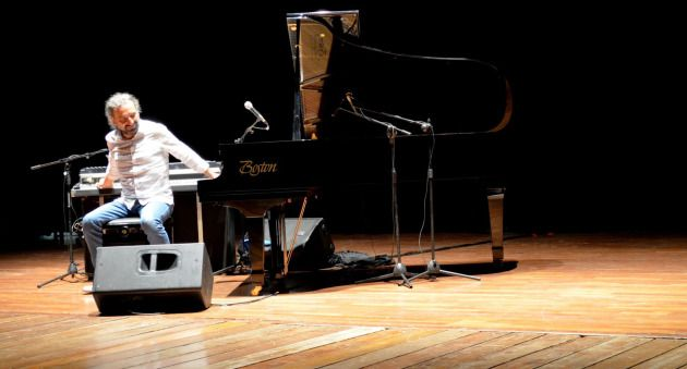 In 1996 Stefano Bollani chose to drop all he has worked for in pop since he first took a professional path at his teenage years, and in his solo concert at Usmar Ismail Hall, Jakarta, 28 April, the Italian pianist showed his aptitude, more of nurtured than inherent, after over 15 years of dedication in jazz.