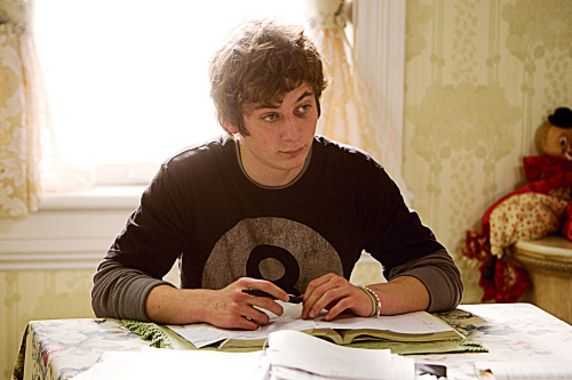 Jeremy Allen White. Heartthrob. (don't use that term lightly) Steals the show from a show like Shameless that overflows natural acting talent. Yikes he's talented and hot.