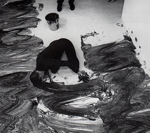 Janine Antoni - Loving Care, 1992