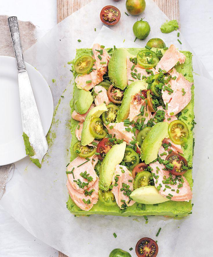 Den godaste smörgåstårtan är den som får stå till sig ett tag, gärna över natten. Men vänta i så fall med garneringen till strax före servering.