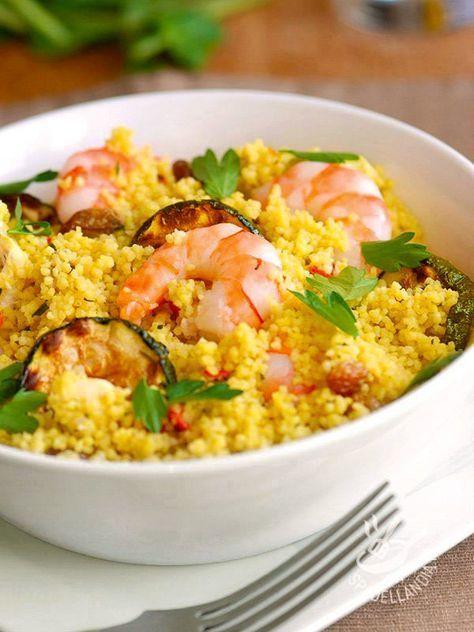 La Quinoa con gamberi e zucchine grigliate esalta la bontà e le proprietà di questo cereale, che contiene fibre e minerali (fosforo e magnesio).