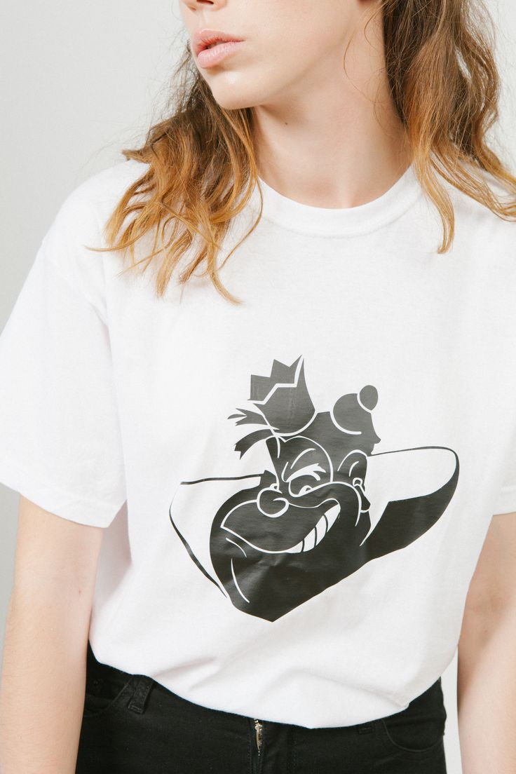 Camiseta QUEEN blanca - Colección capsula IT'S GOOD TO BE BAD -bysandrapalencia