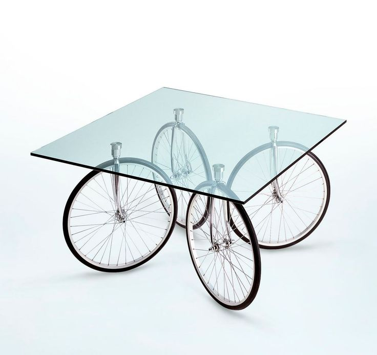 TOUR by @fontanaarte Square float #glass table, design by Gae Aulenti (1993)