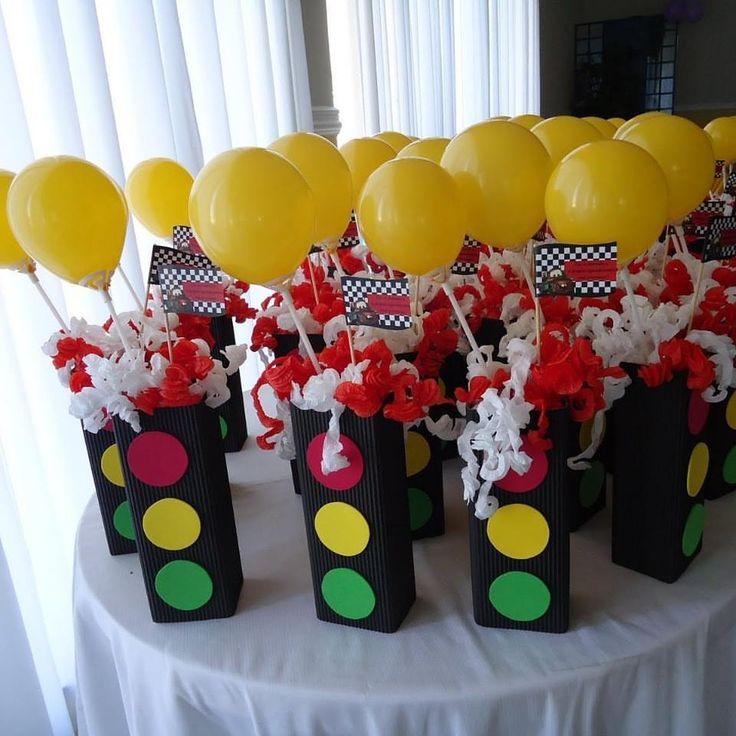 Centros de mesa EVA tema carros Passe para o lado pra ver mais ➡️ #festamenino #festacarros #festadisney