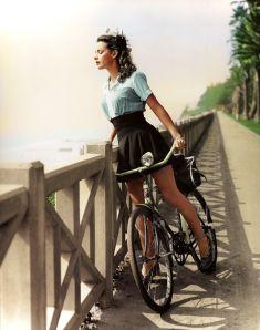 """Foto colorata di """"Ragazza della porta accanto"""" di Hollywood, Susan Peters nel 1943"""