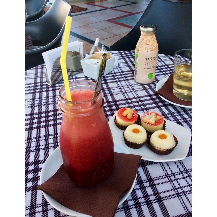 """Mi piace"": 56, commenti: 1 - Ėlenå Øliver (@elenaoliver99) su Instagram: ""#centrifuga#mignon#nina#cheesecake#tepescafioridisambuco#breakfast#morning#sun#niceday#mirtillo#pompelmo#fragola"""