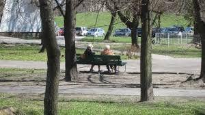 Znalezione obrazy dla zapytania ludzie w parku