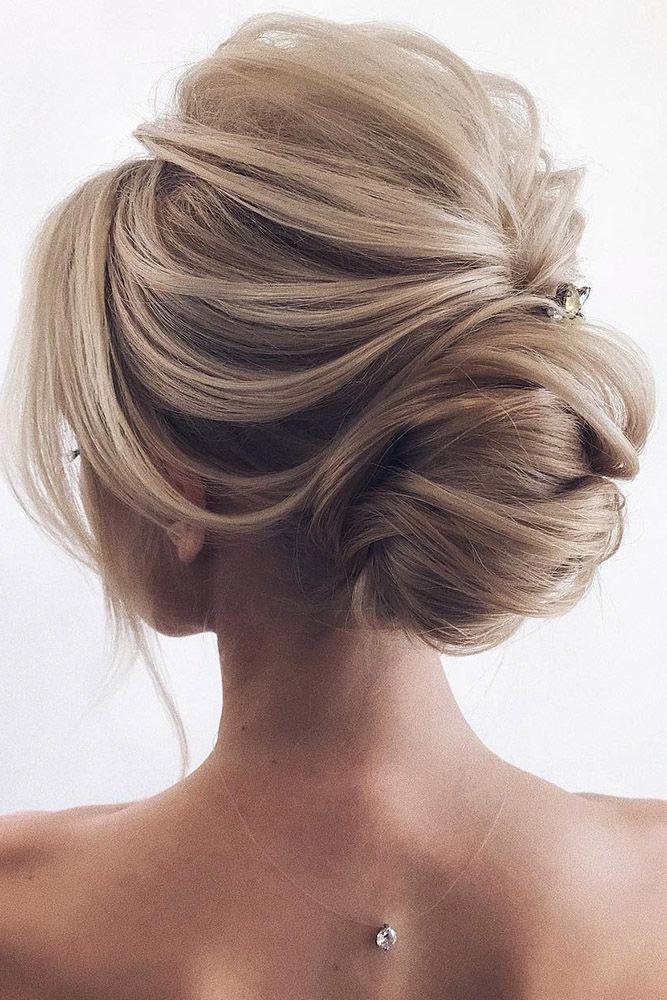 coiffures de mariage par tonyastylist élégant chignon bas texturé sur les che…