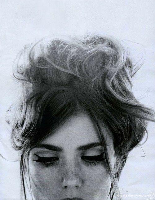 .: Eye Makeup, Messy Hair, Cat Eye, Hairmakeup, Beds Head, Hair Makeup, Messy Buns, Eyemakeup, Eye Liner