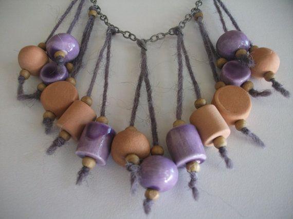 Collana con pendenti in ceramica e lana di NidaTerraELana su Etsy, €64.00