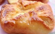 Pan danes - Ingredientes: 10 gr levadura en polvo 1/4 taza agua tibia 3/4 taza leche 1 cda azúcar 2 cditas sal 50 gr manteca 3 huevos 450 gr harina 000 membrillo manteca c/n almibar esencia de vainilla