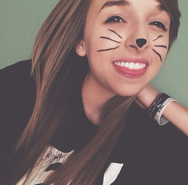 Jenn is so pretty! Jennxpenn. (ahem, and she is sporting theeee whiskers?)