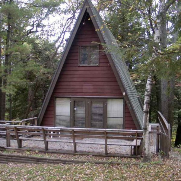 1 Bedroom Accommodation In Baraboo Lake Delton In 2021 Lake Delton Alpine House Wisconsin Dells Vacation