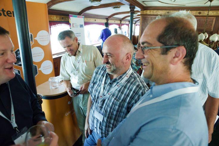 Szelfi bot bemutató a visz hajón - naná, hogy mind elfogyott :)