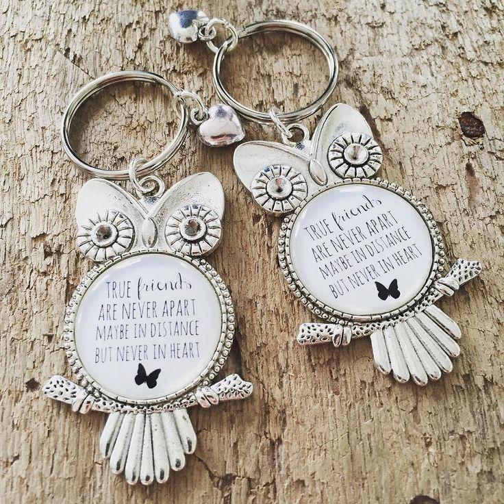 Nya nyckelringar i shoppen www.uniquedesign.se #pyssel #skapa #diy #vänskap #friends #someonespecial #nyckelring #armband #halsband #smycken #smyckesdesign #smyckestillverkning #shabbychic #uggla by uniquedesign2013