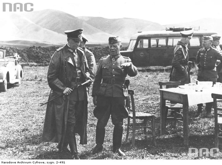 Marshal Walther von Brauchitsch (left) in conversation with the gene. Georg Stumme on the airfield in Greece.   Read more: http://histomil.com/search.php?keywords=greece&t=3918&sf=msgonly&sid=edc30700009aef41733e339bd1bed273#ixzz3YdNAYpMN