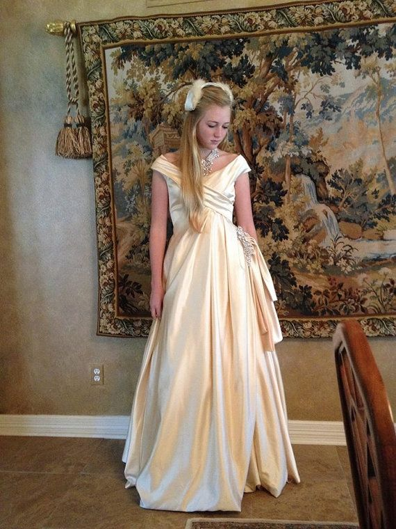 17 Best ideas about Victorian Ball Gowns on Pinterest   Victorian ...
