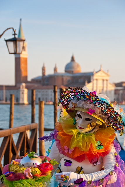 Close to Hotel Londra Palace: The Carnival of Venice. Walking along in your mask and costume, you come across the characters Harlequin, Bauta, Gnaga and Moretta. For ten days, everyone is an actor in the Carnival.