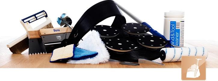 Parketvloeren schuren - gereedschappen.    Om het beste resultaat te krijgen, heeft u goed gereedschap nodig. Bona heeft gereedschap ontworpen speciaal voor gebruik op houten vloeren,     van rollers en kitspuiten tot stofzakken en gereedschap voor onderhoud.
