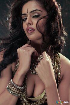Nathalia Kaur Hot Photos_5.jpg (750×1125)