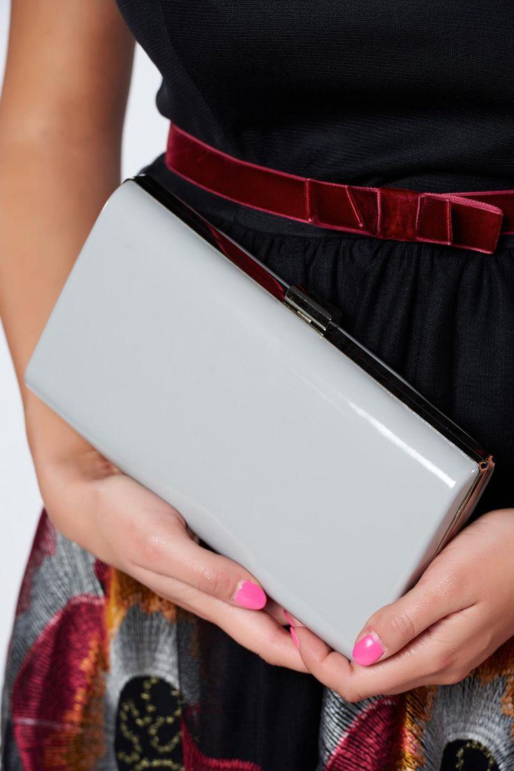 Comanda online, Geanta dama de ocazie Top Secret gri accesorizata cu lantisor. Articole masurate, calitate garantata!