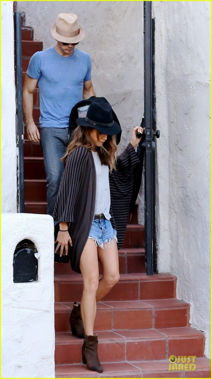 ian somerhalder nikki reed get cleaned up at her house 01 Ian Somerhalder keeps his head down while walking out of his rumored new girlfriend Nikki Reed's home on Friday (July 25) in Los Angeles. The 35-year-old actor…
