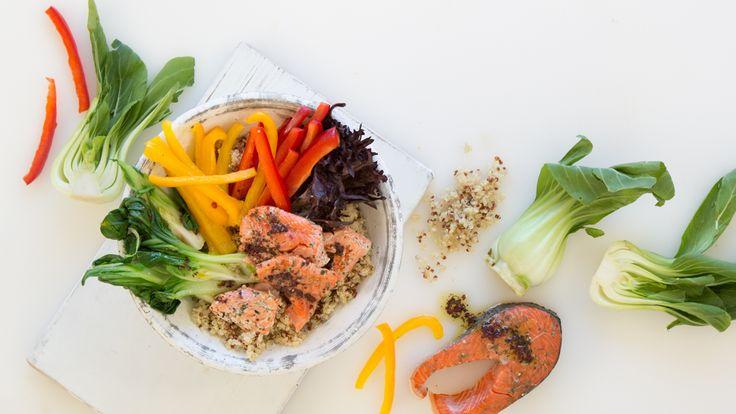 Bol nourrissant au quinoa et au saumon