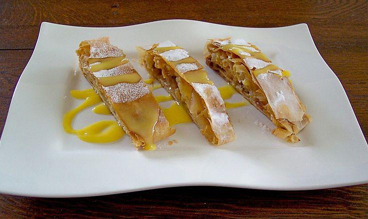 Warmer Apfelstrudel mit Vanillesauce, ein sehr leckeres Rezept aus der Kategorie Backen. Bewertungen: 1. Durchschnitt: Ø 3,0.