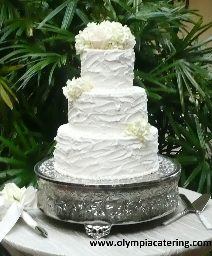 Wedding Cake Icing Types: Round Wedding Cake, Messy Icing, Three Tiers