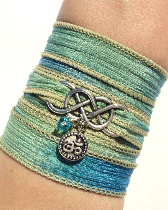 Infini Silk Wrap Bracelet Mantra Om Aum par BohemianEarthDesigns, $29.95