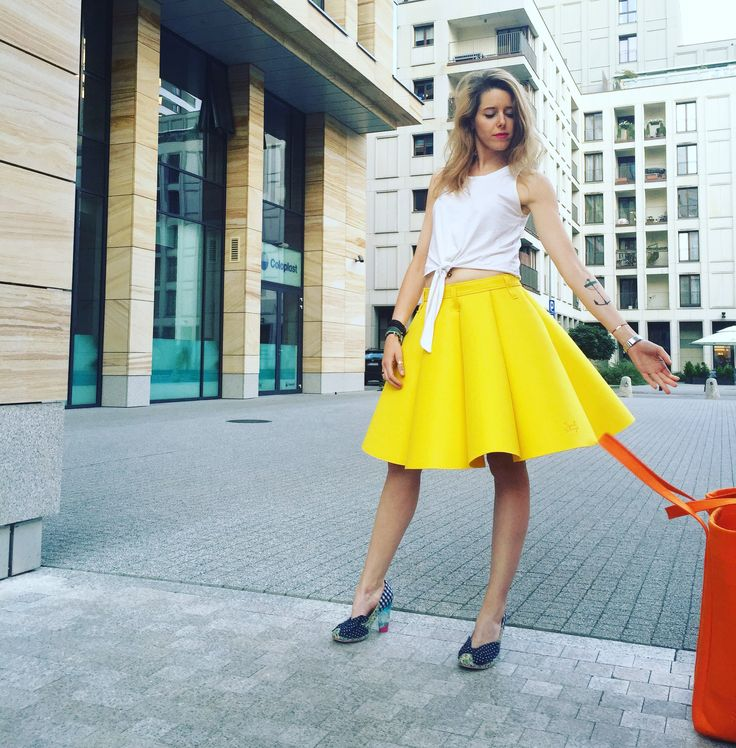 Street glam. Juicy Lemon Felt Skirt and Juicy Orange Felt Oversize Bag. By Sweet Revenge. Handmade
