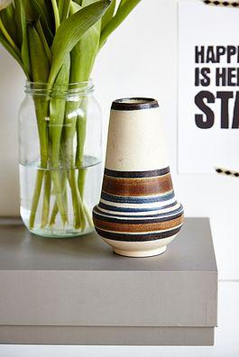 Stribet vase  - 125kr. Køb den på www.loppedesign.dk