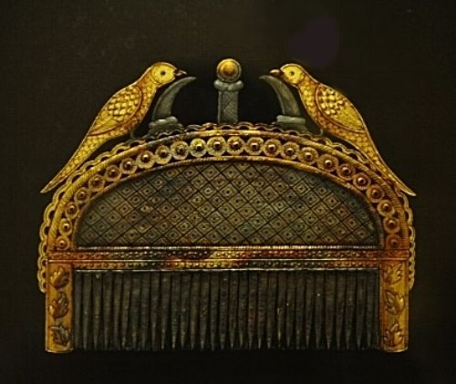 A comb dating back from the royal era used to adorn different hairstyles for women. With semi-precious stones and gold