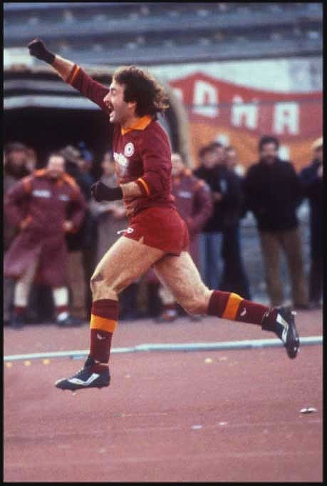Roberto Pruzzo (Crocefieschi, 1 April 1955) – He can be summed up in one word: 'Bomber'. Roberto Pruzzo marked an era and impressed more than one generation of Roma fans: with his goals, his behaviour on the pitch and his instinctive and passionate joy.