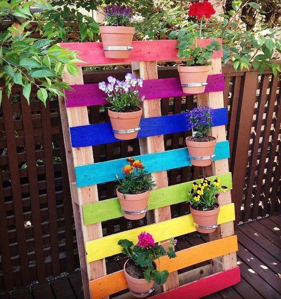 bricolaje jardín arco iris palet upcycled flor, jardinería en macetas, flores, jardinería, paleta, upcycling reutilización