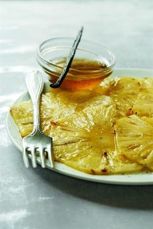Carpaccio d'ananas à la vanille. A tester avec du sucre à la menthe aussi