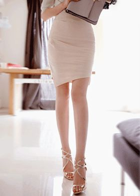 Today's Hot Pick :Shirred Pencil Skirt With Uneven Hemline http://fashionstylep.com/SFSELFAA0012813/cys1214en/out A working lady has to make sure she is dressed properly to look presentable and in style. This skirt is perfect for that because it suits the workplace, giving a professional but classy feel. It has a high waist, a regular fit with shirred details in front. It has an uneven hemline and can be paired with a blouse and pumps.