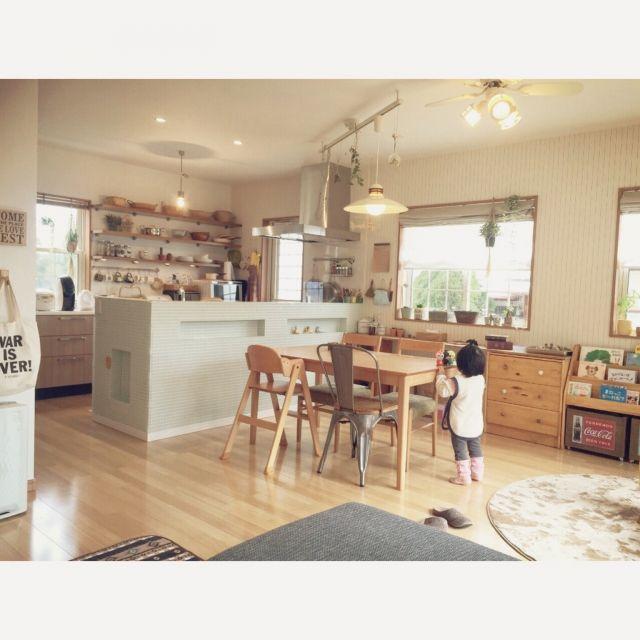nekomusumeさんの、ダイニングテーブル,キッチン,タカラスタンダード,こどもと暮らす。,私の真似をする娘,のお部屋写真