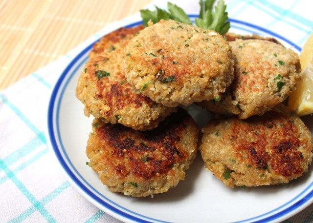 quinoa cakes with lemon and parsley | Eating Healthy | Pinterest