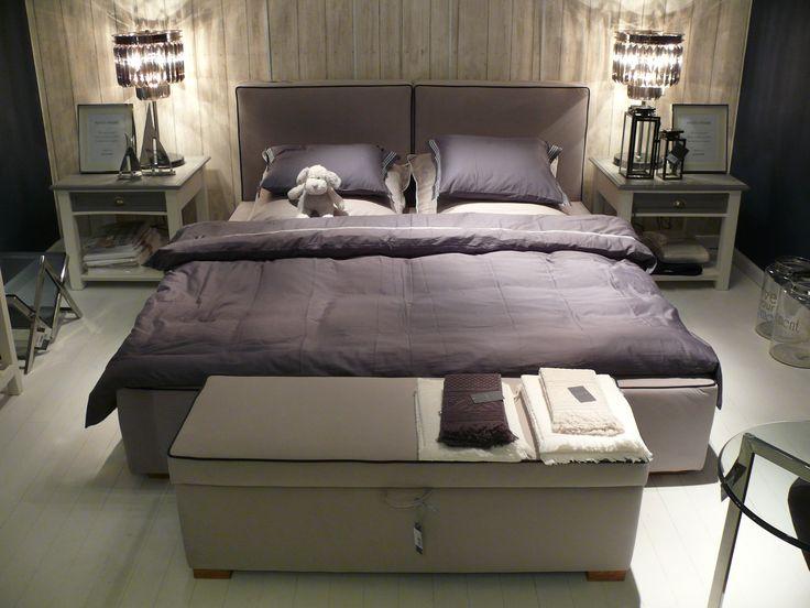 Łóżko GUSTO.  Łóżko GUSTO z pojeminkiem na pościel - mozliwość wyboru tkaniny wg. wzornika HOUSE&more. Dostęny także w różnych rozmiarach.