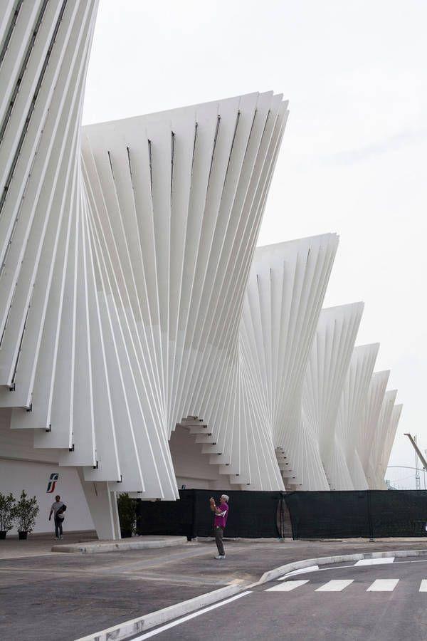 Bahnhof für Hochgeschwindigkeitszüge Reggio Emilia AV Mediopadana von Santiago Calatrava #NaaiAntwerp