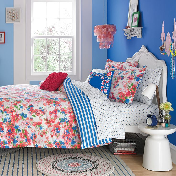 This #TeenVogue Rosie Posie Comforter Set is perfect for back to school!