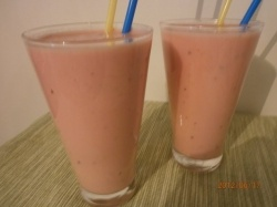 Banaani, vesimeloni, hunaja, maustamaton jogurtti > smoothie