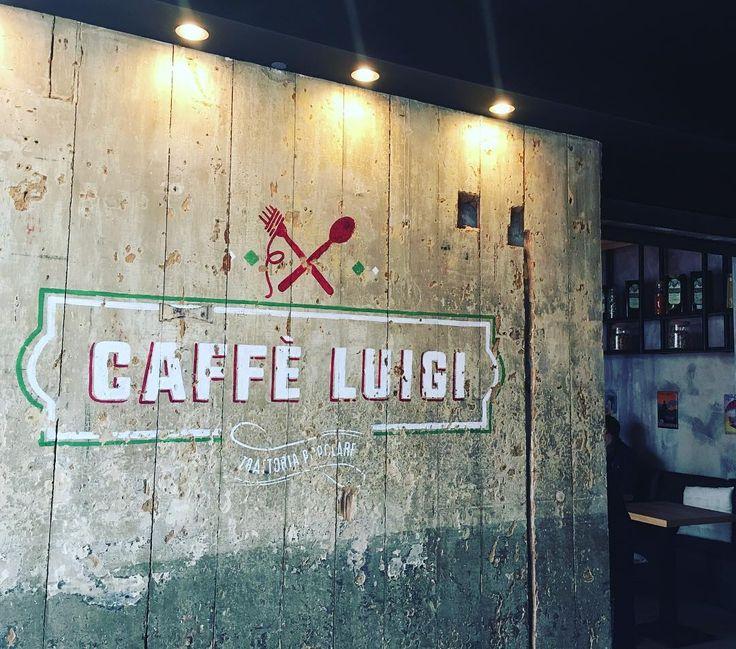 Caffè Luigi en ce dimanche ensoleillé   #nantes #caffeluigi #pizza #pizzeria #trattoria #trattoriapopulaire #italie #labaule #food #new #placetobe by mikkibeach_food