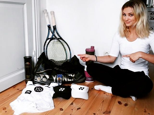 """Thanks to the lovely @linnehrenstrom for being an awesome #BagChecker today!🙌👏 Here's what she's carrying: """"I play with #yonexEzone dr 100 300g. Always bring extra shorts and T-shirts and two #yonex hats. After my workout I always finish with a proteindrink from my sponsor #ISIKOST, so my muscles don't get so sore"""" 💪🏼 #bagcheckthursday #etennisleague #etennisleaguenation #bagcheck #tennisgear #tennisequipment #tennisracket #tennisbag"""