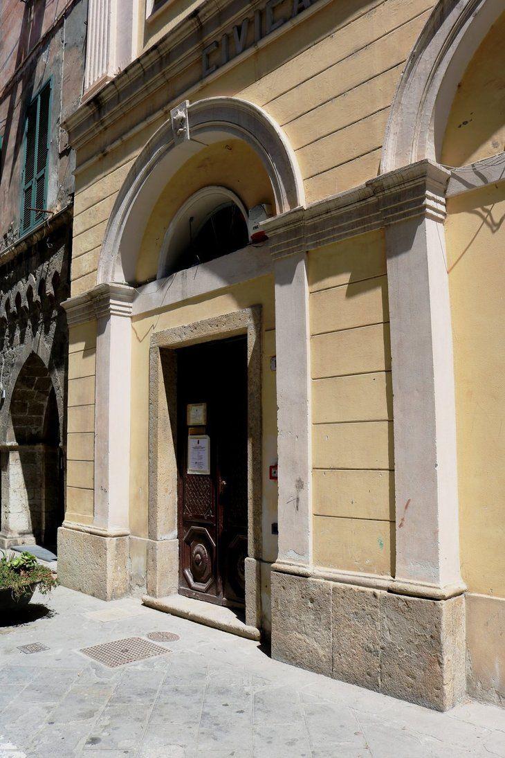 Ventimiglia (IM), Via Giuseppe Garibaldi - ex Teatro Comunale, attuale sede del Fondo Antico (XVII sec.) della Biblioteca Aprosiana