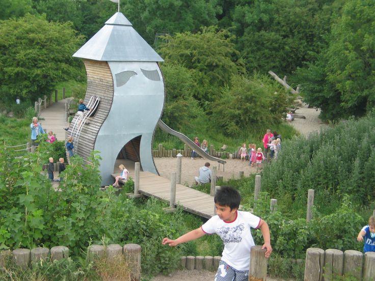 Vår tids lekplatser har blivit standardiserade och förutsägbara. Det vill danska landskapsarkitektenHelle Nebelong ändra på.